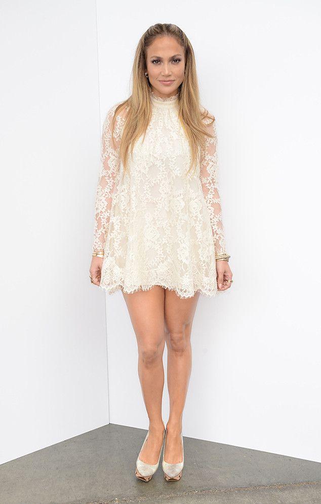белое кружевное платье Дженнифер Лопес