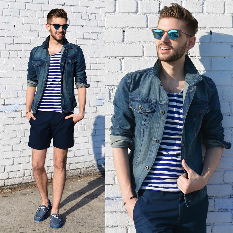 рубашка из джинса с шортами и тельняшкой