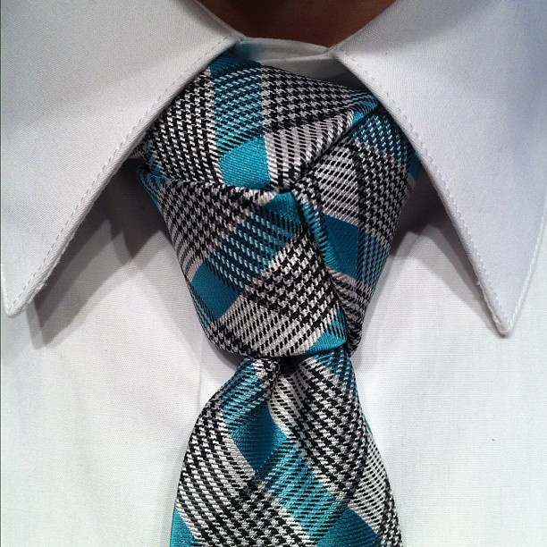 Узел тринити галстук