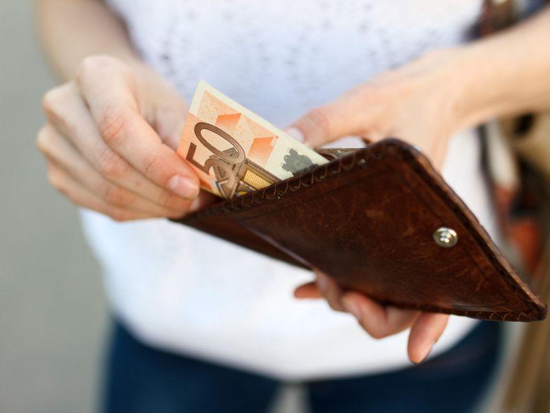 портят ли людей деньги