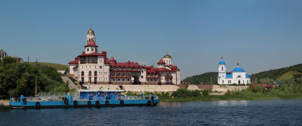 Монастырь на берегах Волги