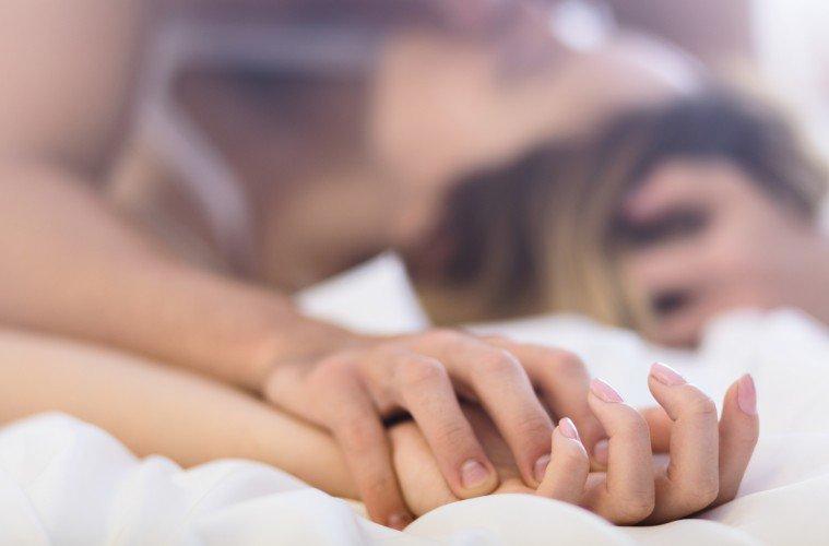 испытывать оргазм