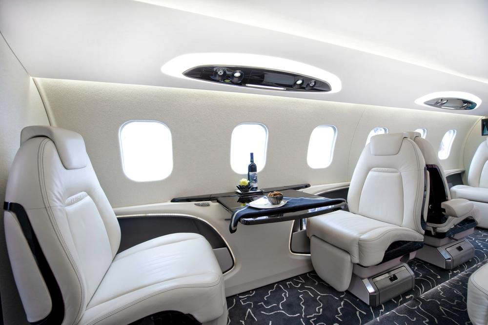 Салон бизнес самолета