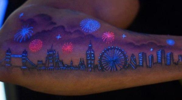 неоновые тату на руке комбинированные