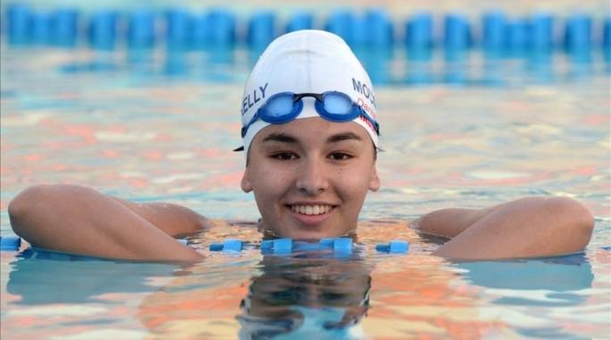 как правильно надеть шапочку для плавания в бассейне
