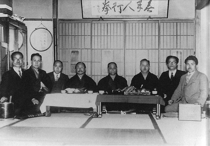 Мастера каратэ в Токио, 1930-е года.