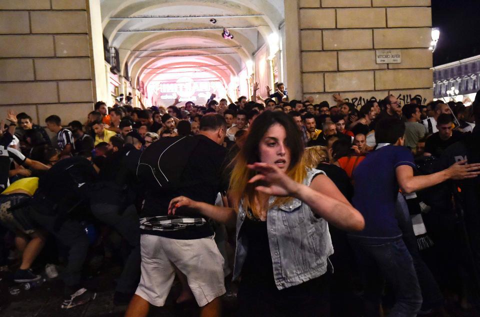 паника в толпе