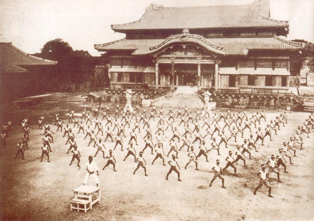 Обучение каратэ в Сюри, Окинава