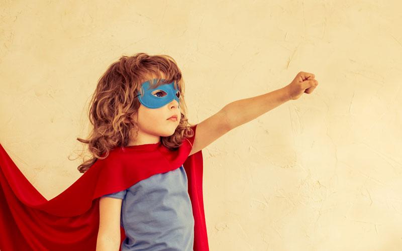 ребенок в костюме супермена