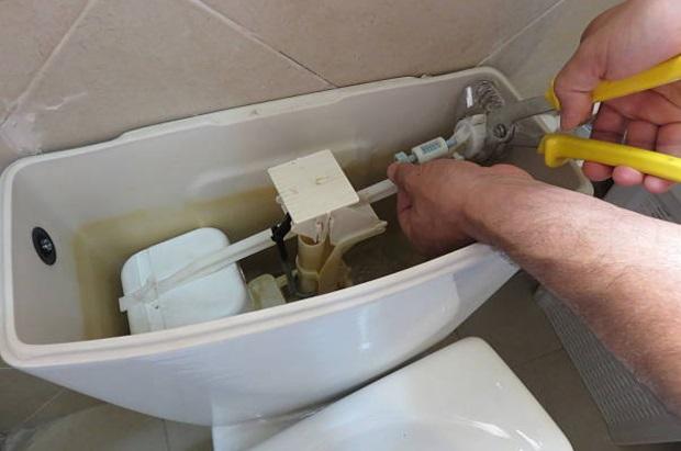 ремонт поплавка в бачке