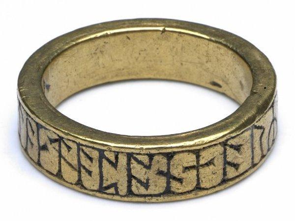 Руническое кольцо - древний амулет.