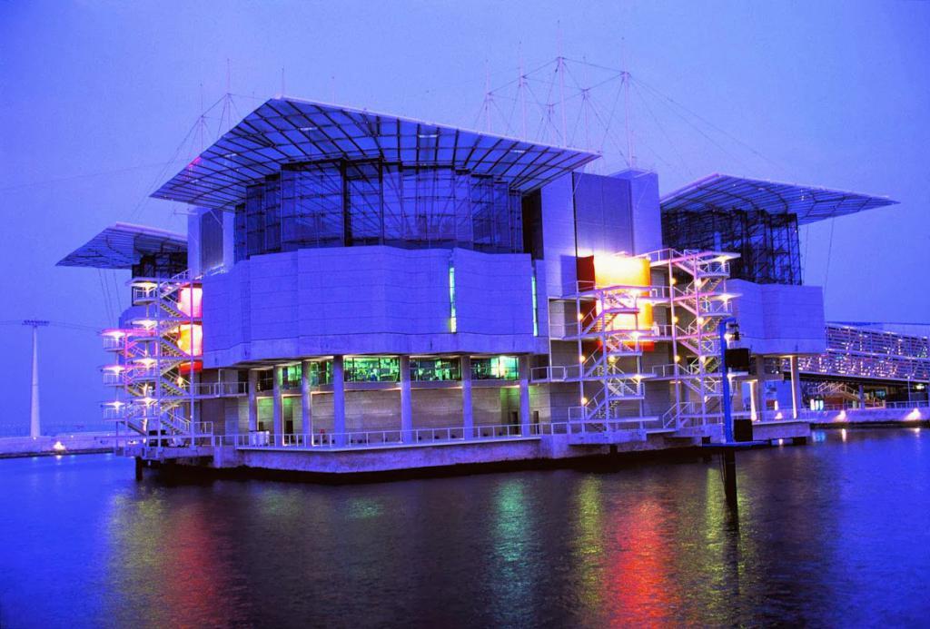 Здание лиссабонского океанариума
