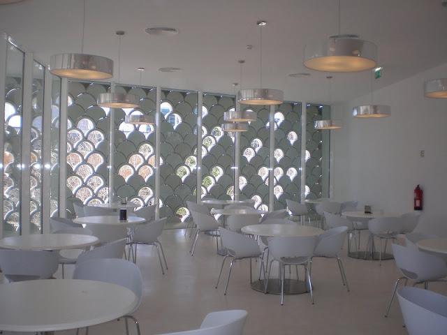 Ресторан океанариума в Лиссабоне