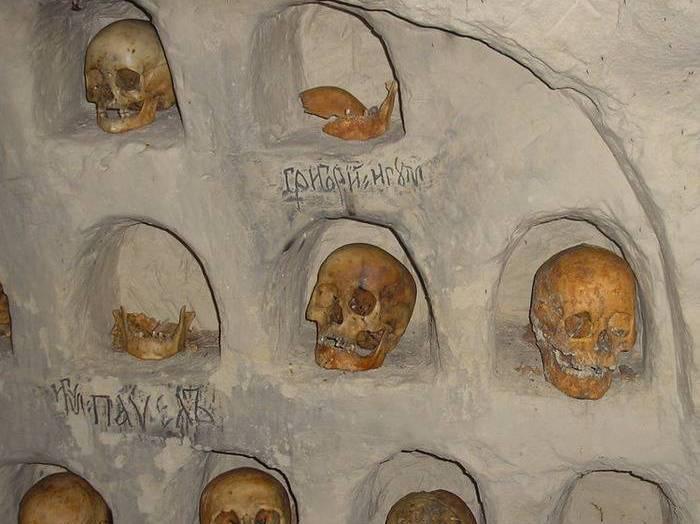 Захоронения в ближних пещерах