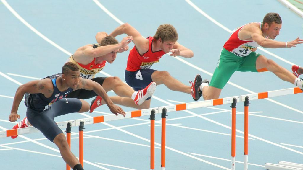 Спортсмены на финишной прямой