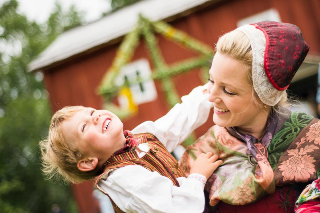 Мать с сыном в Швеции