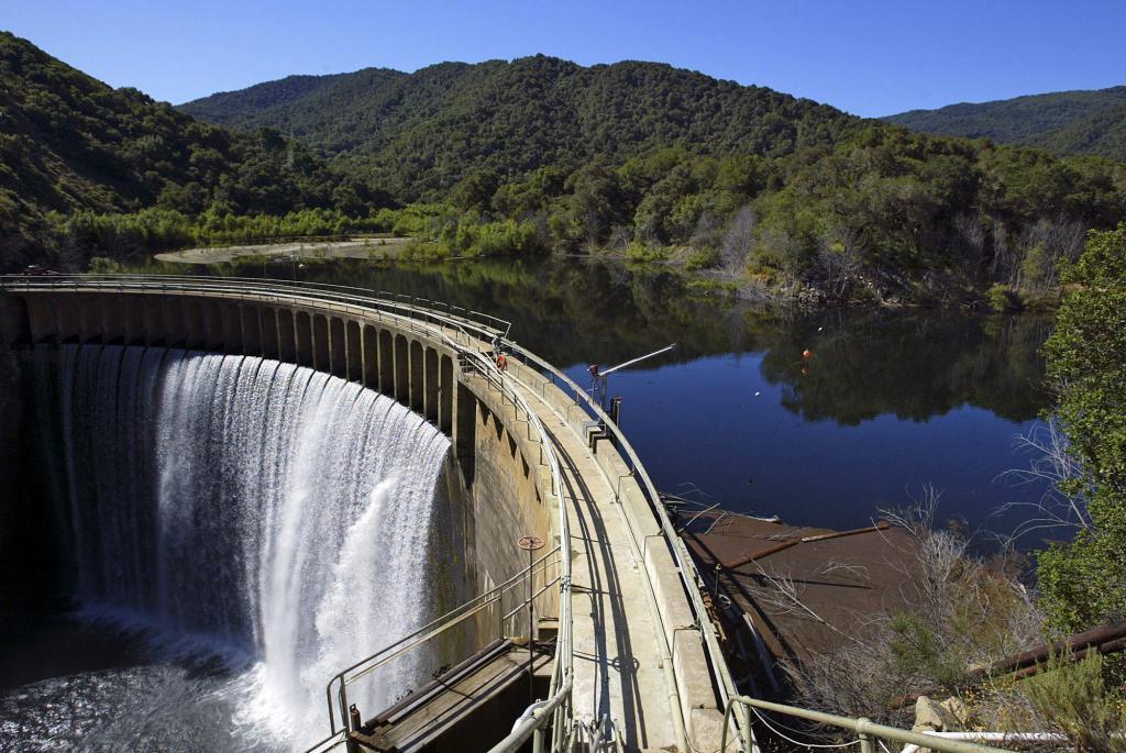 водохранилище и вода