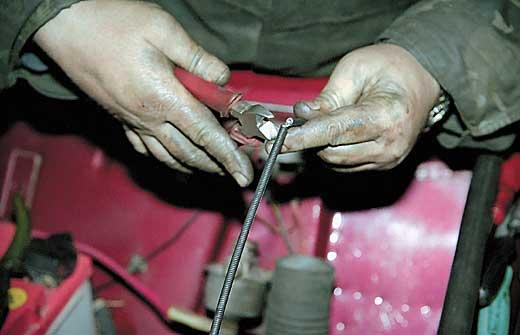 подгоняем трос привода по длине