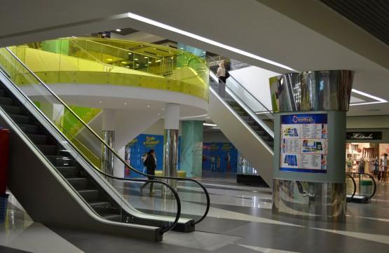 Эскалаторы, лифт, лестница