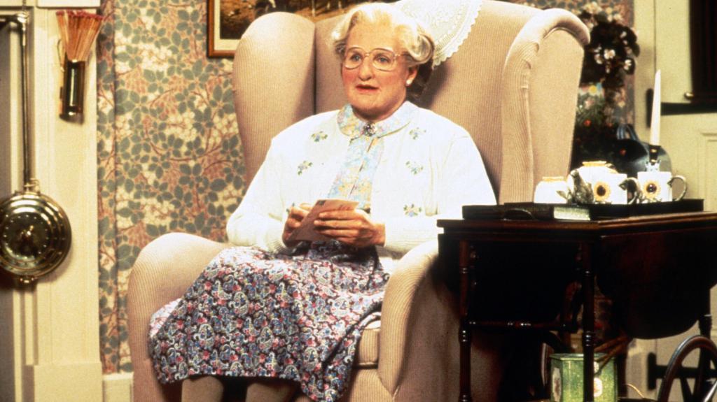 Миссис Даутфайр в кресле