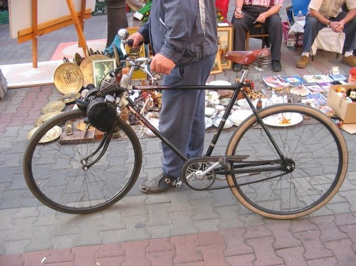 Видео как из велосипеда сделать мопед в домашних условиях