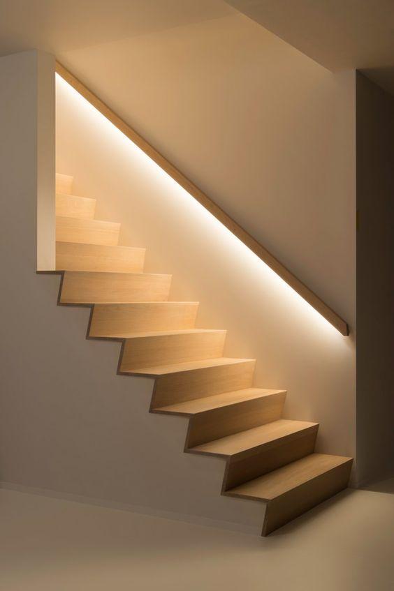 подсветка лестницы линейными лампами