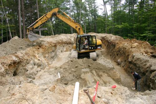Разработка песчаного котлована экскаватором