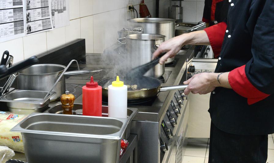 На кухне одного из ресторанов.