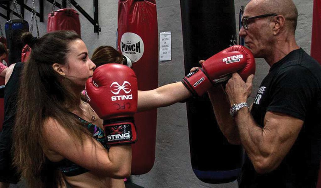 девушка и тренер