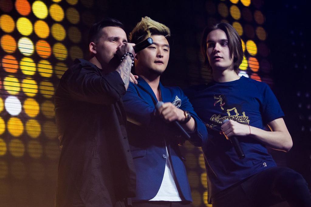 Анатолий с группой