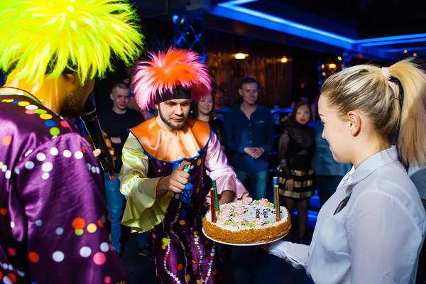 торт в клубе ритм