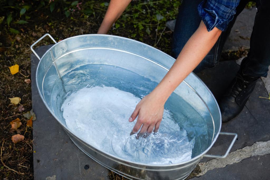 Таз с холодной водой