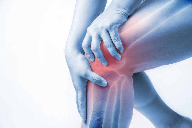 почему крутит колено