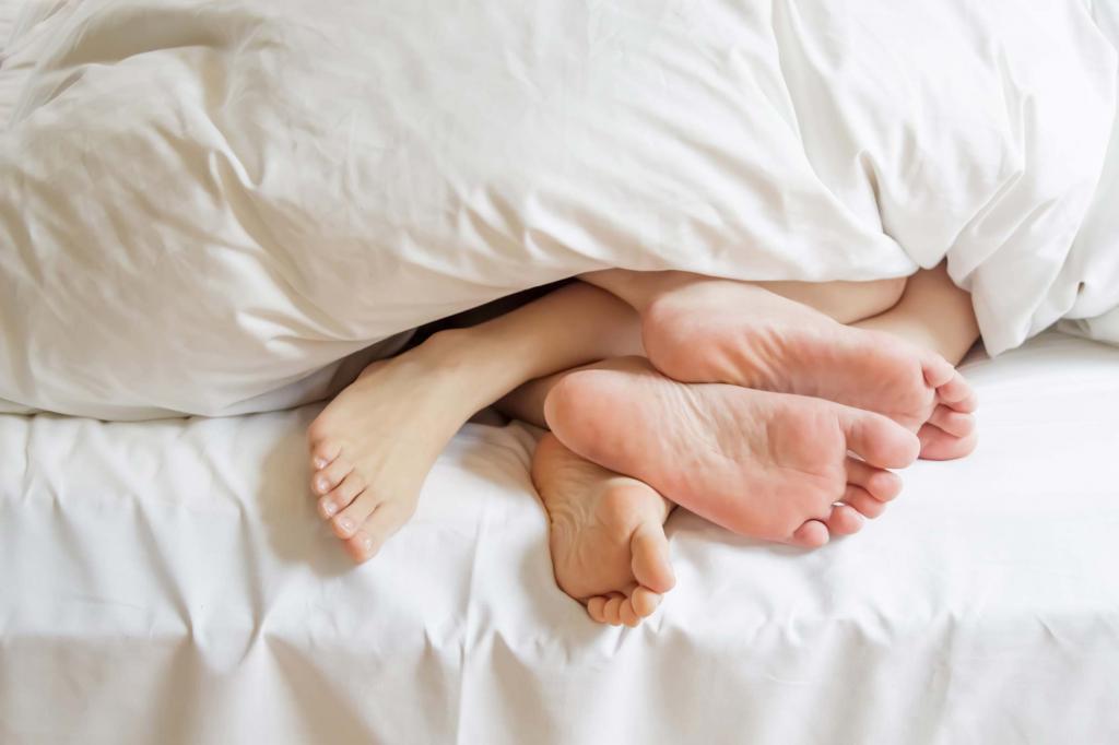 Ноги торчат из под одеяла