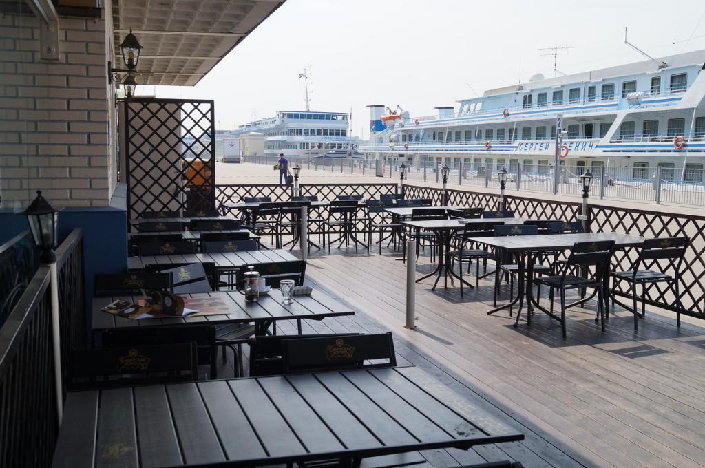 Кафе рядом с речным вокзалом