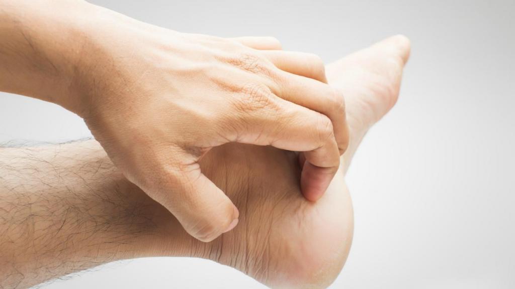 чешется нога зуд