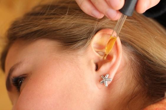 как закапать уши