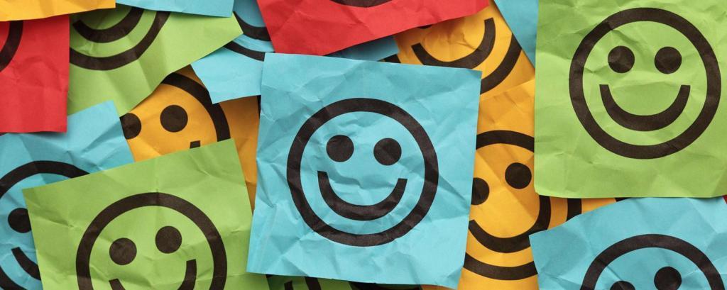 смайлики на цветных бумажках