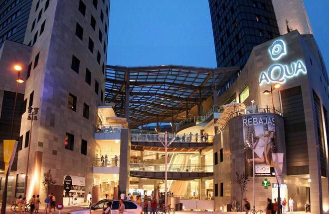 Aqua - огромный торговый центр