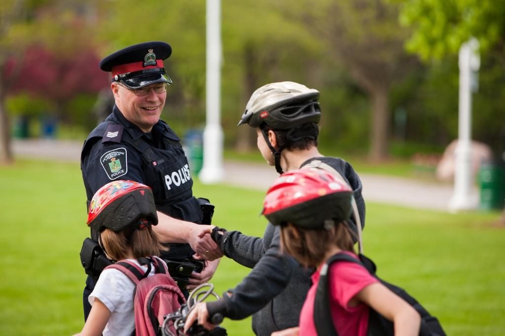 Полицейский и граждане