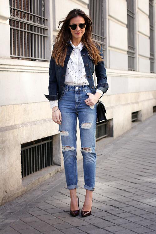 белая блузка и джинсы