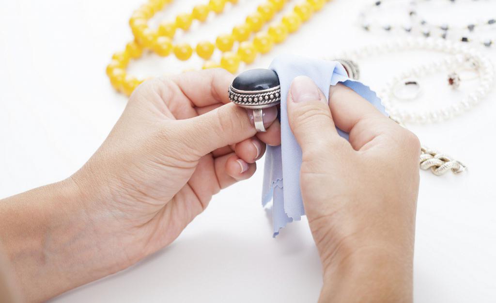 почистить серьги с бриллиантом из золота