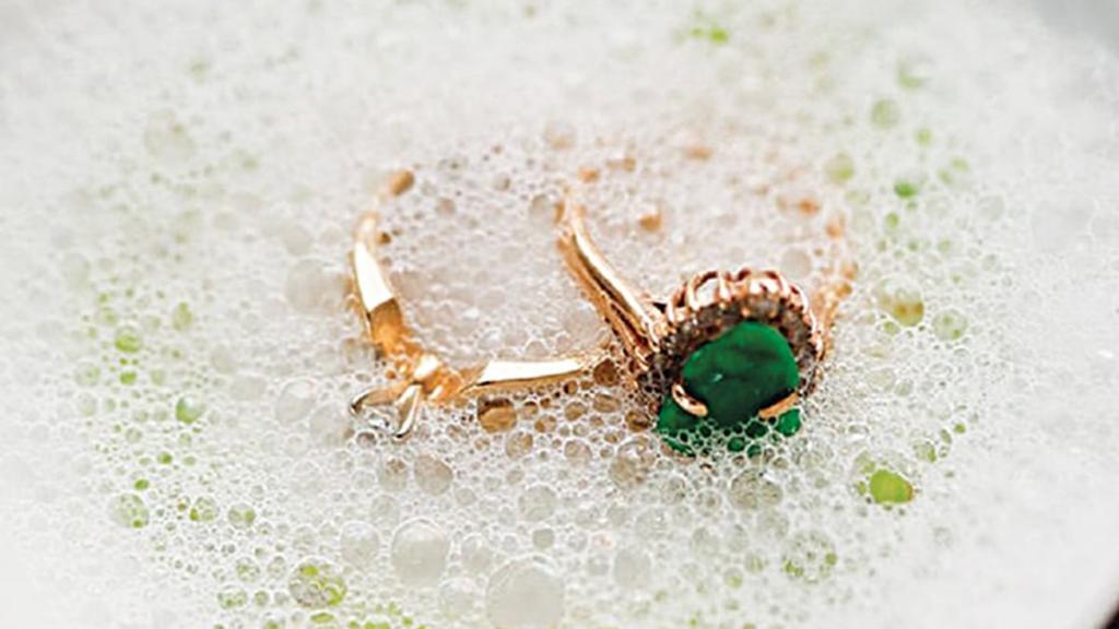 как почистить золотые изделия с бриллиантами в домашних условиях