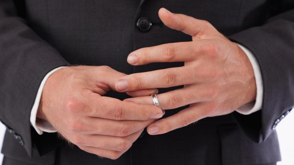 Как узнать, женат ли мужчина, или нет?