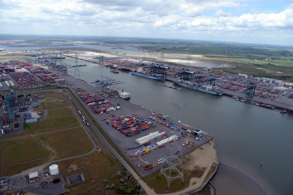 Порт Антверпен с высоты птичьего полета