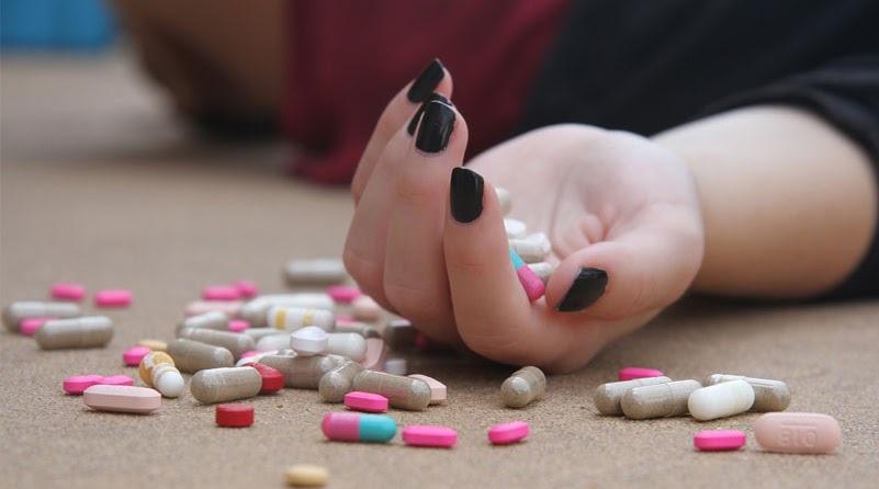 Горсть рассыпанных таблеток