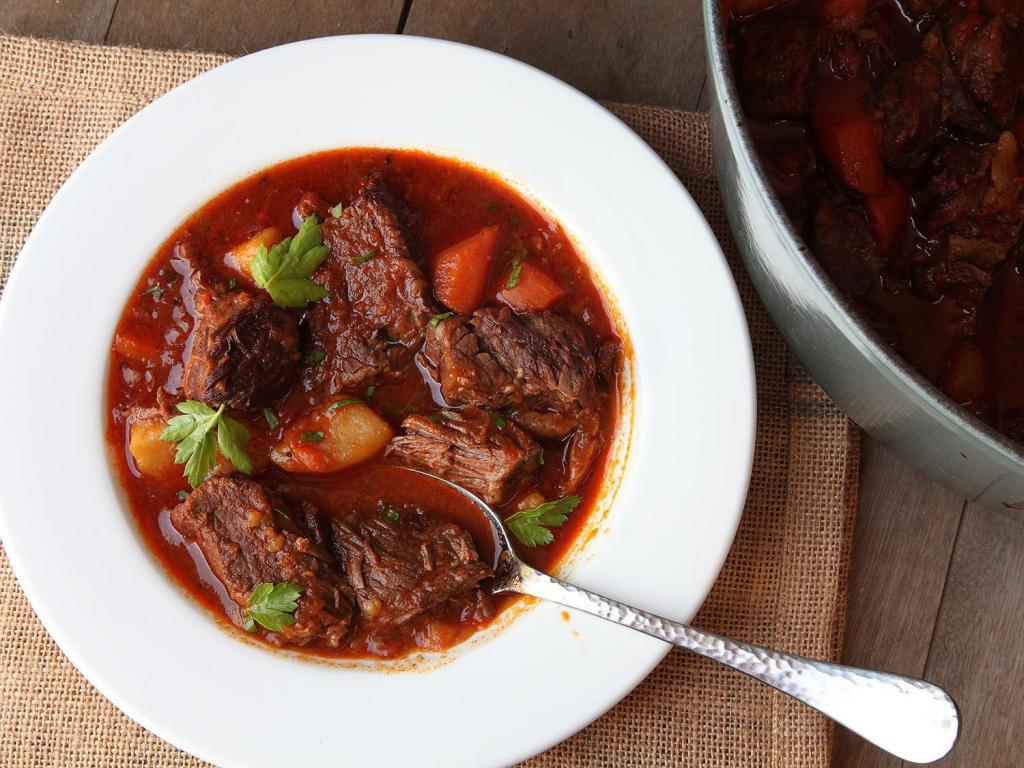 говядина в томатном соусе