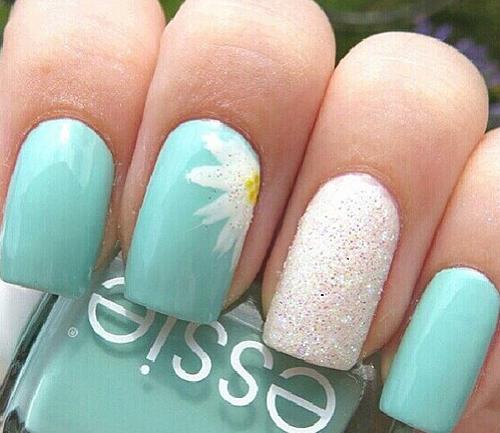 рисуем цветы лаком на ногтях