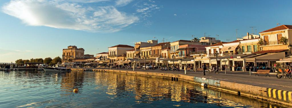 Город Эгина в Греции