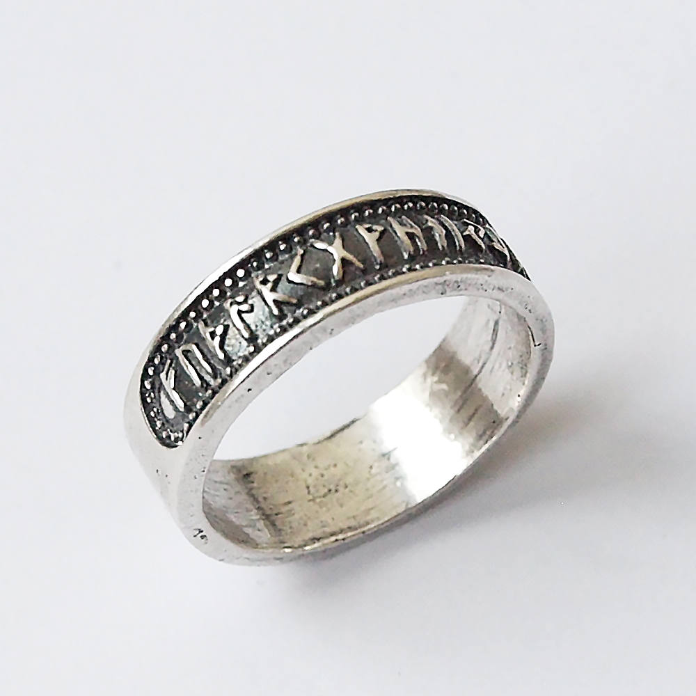 Серебряное кольцо с рунами